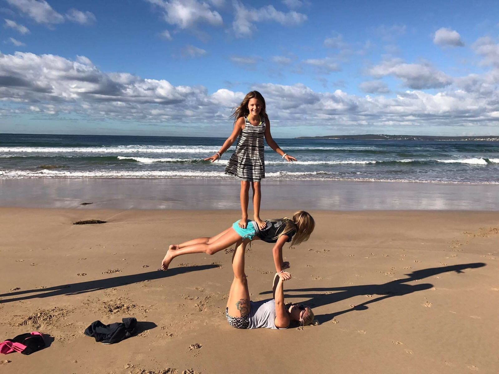 Acro yoga with, for and by kids.[:nl]Acro Yoga met kinderen